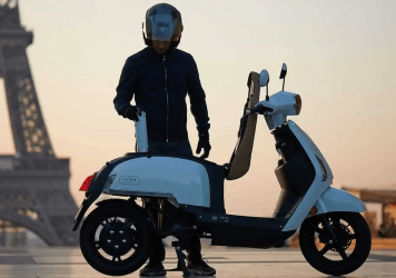 Hydrogen powered scooter prototype refuelled by canisters in seconds