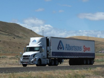 US grocery chain takes delivery of Volvo all electric refrigerated heavy trucks
