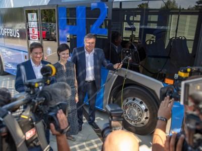Green hydrogen from solar fuels Austrian bus trial