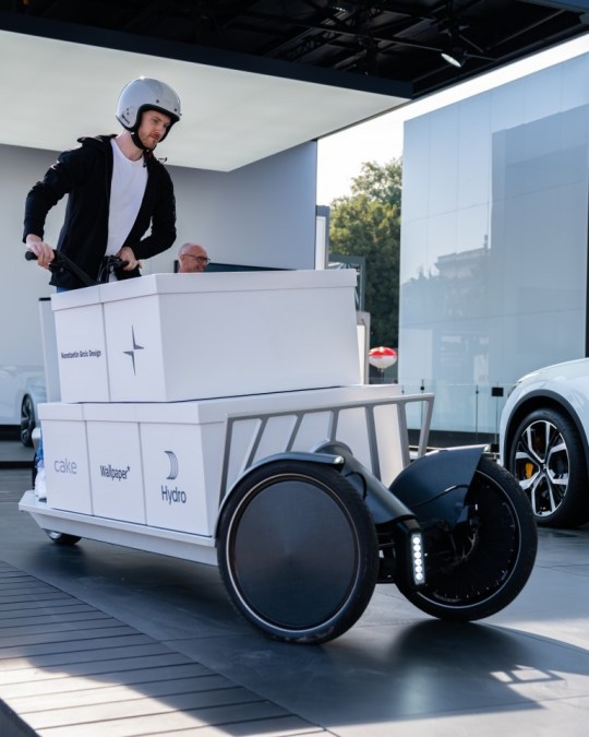Open collaboration develops novel urban cargo e-scooter